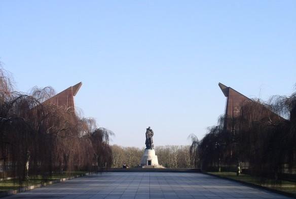 Van onze man in Berlijn: Tussen rouw en glorie: het Sovjetische Eremonument in het Treptower Park.