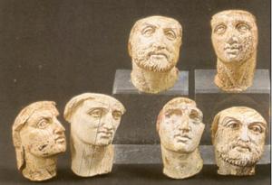 Figuur 2: Ivoren beeldjes, Polycentric Museum of Aigai (met dank aan Dr. Maria Stamatopoulou)