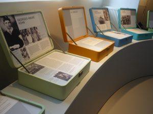 De levensverhalen van de kinderen in de tentoonstellingsruimte. Bron: http://www.kz-gedenkstaette-neuengamme.de