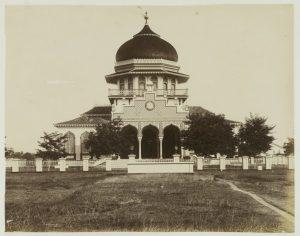 De Grote Moskee van Banda Atjeh (1893).