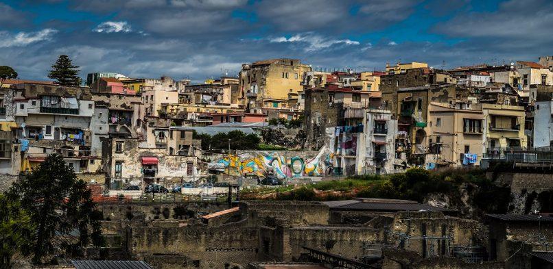 Onze man in Florence: de ruwe charme en corrumperende armoede van Napels