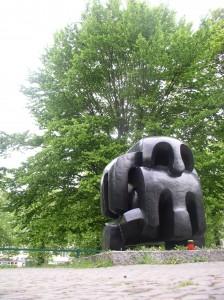 Het 'Treblinka' monument van Vadim Sidoer (Berlijn-Charlottenburg, april 2014. Foto door Joep de Visser)