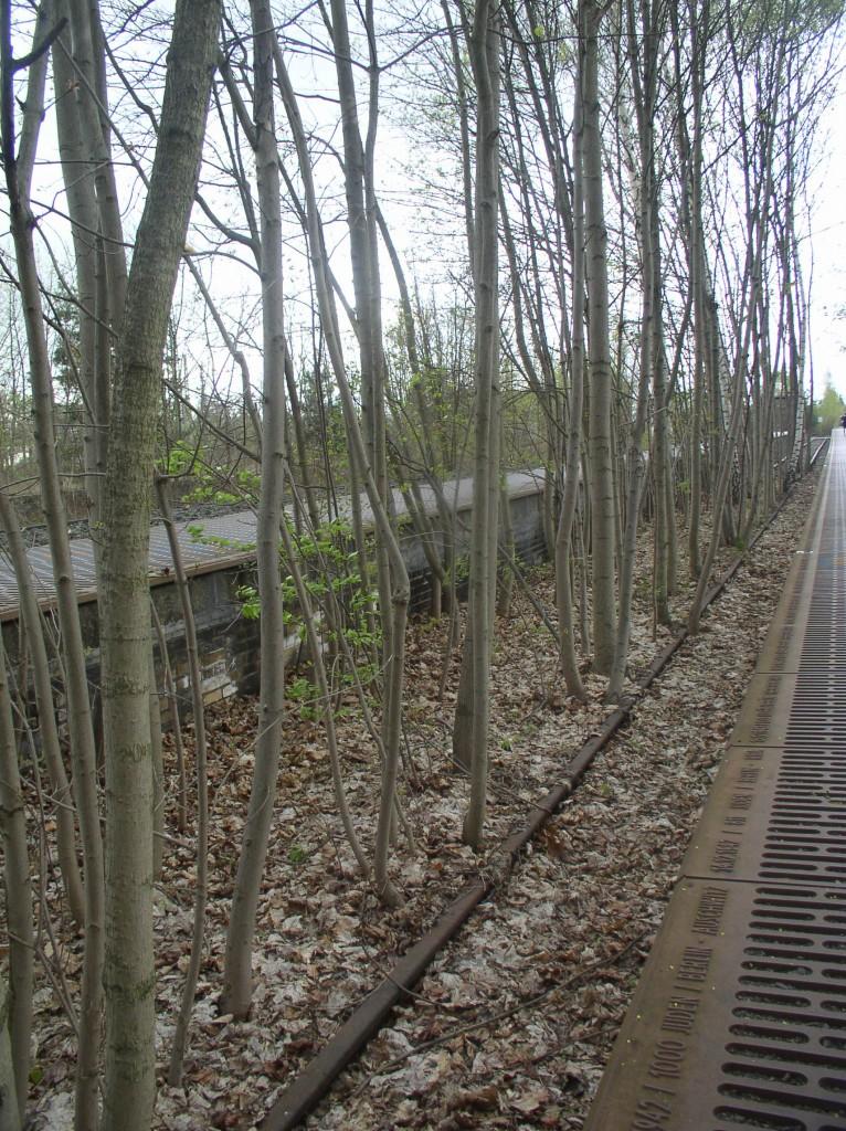 Monument 'Gleis 17' op S-Bahnhof Grunewald. Berlijn-Wilmersdorf, april 2014. Foto door Joep de Visser.