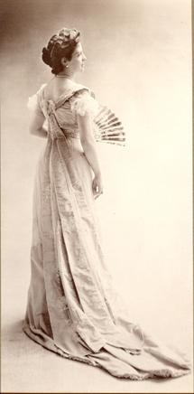 Thora van Loon-Egidius, ca. 1900 © Studio Nadar _ Courtesy Museum Van Loon