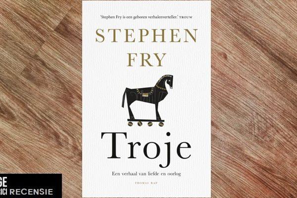 Recensie | Stephen Fry – Troy